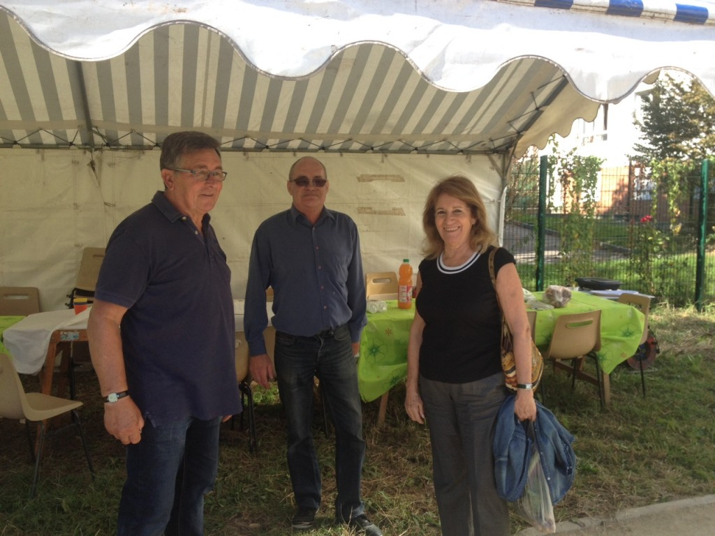 De droite à gauche : Jean-Claude Saveries, président de l'association du jardin partagé des Nouzeaux, Madame Margaté, maire de Malakoff et Jean-Michel Milaret, trésorier. Crédits photo : Eugénie C.